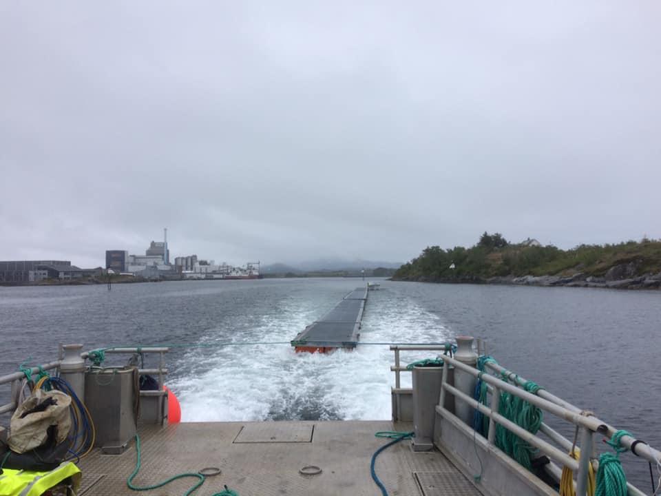 Transport av flytebrygge. Sjøtjenester Florø - sjotjenesterfloro.noSjøtjenester Florø - sjotjenesterfloro.no